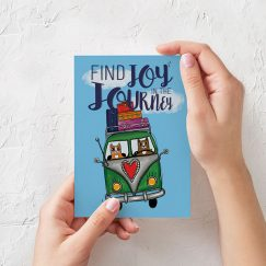 """Find Joy in the Journey"" Tasarımlı Kartpostal"